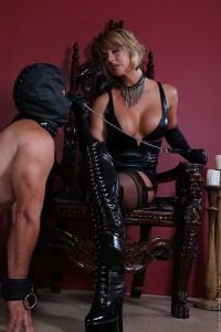 Feature Interview – Goddess Brianna