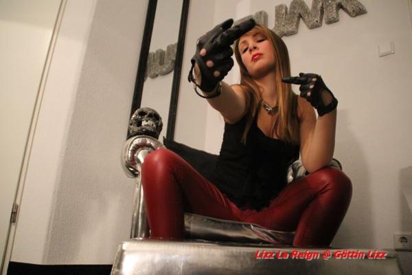 Feature Interview - Lizz La Reign   Domme Addiction