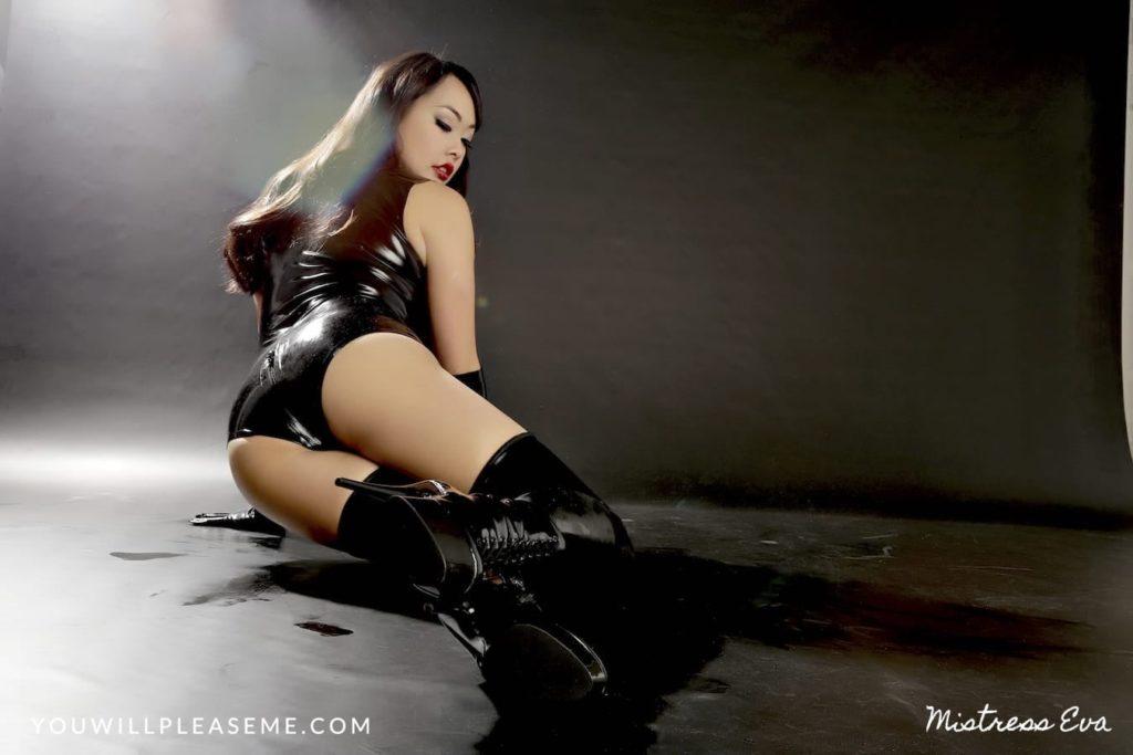 Mistress Eva Boot Worship Latex-1