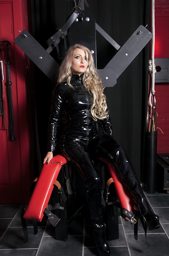 Feature Interview Miss Courtney Domme Addiction